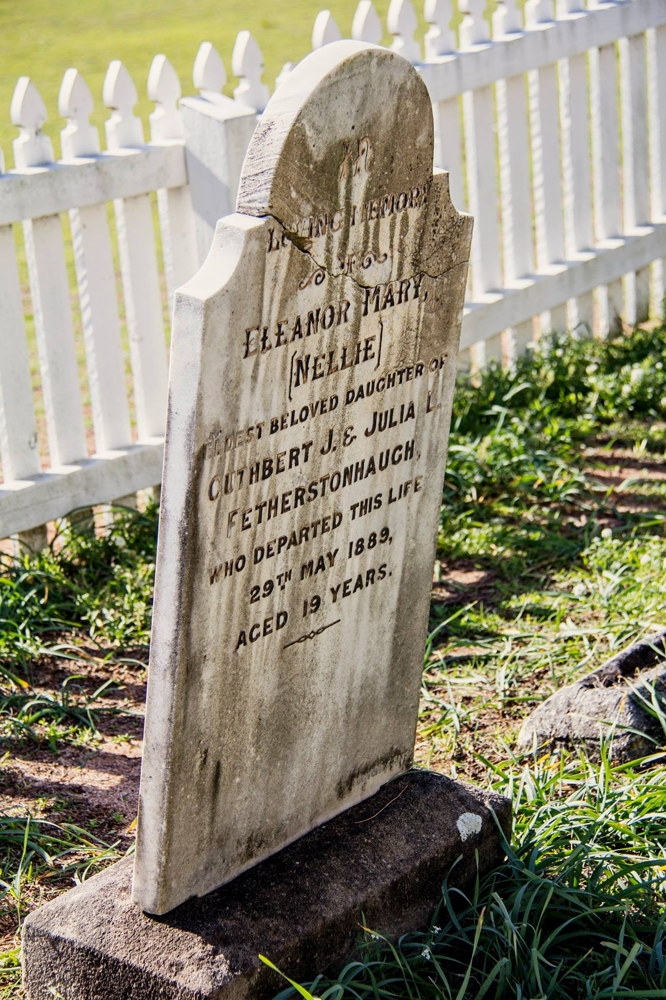 Amanda Nellie headstone